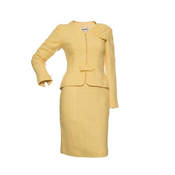Элегантный костюм из светло-желтого твида с оригинальным декором, Chanel, 36 размер