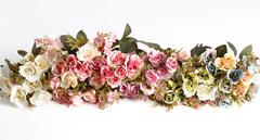 Мелкоцветные розы с розовой кашкой.