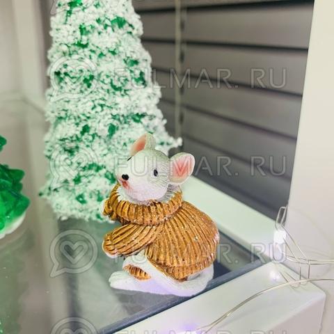 Талисман сувенир Белая Мышка Pretty Mouse символ 2020 в карамельном свитере с блёстками
