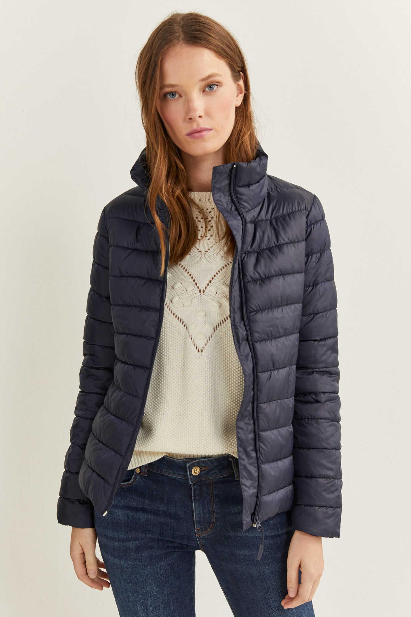 Куртка з високим коміром