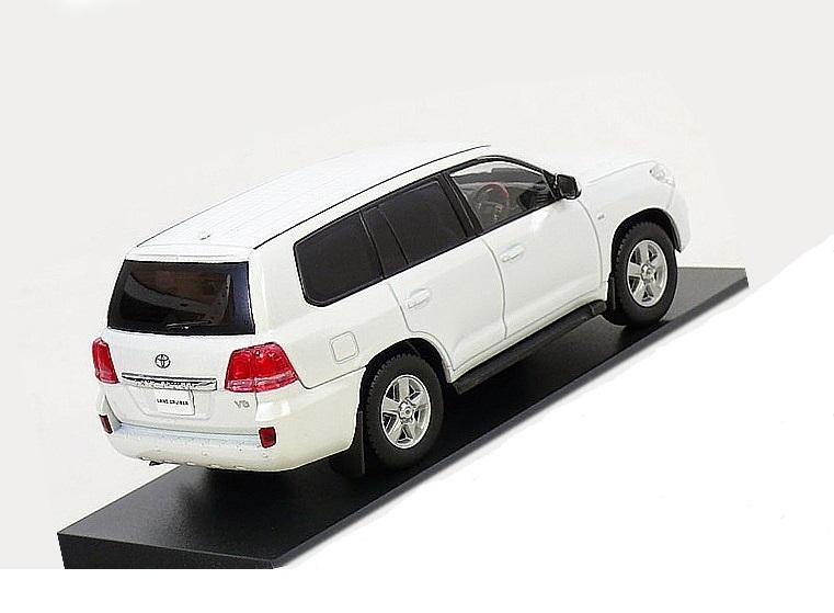 Коллекционная модель Toyota Land Cruiser 200