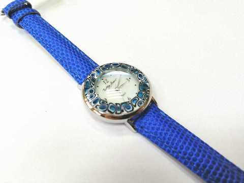 Часы на синем кожаном ремешке с синим циферблатом