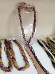 Бисерный галстук из 18 нитей золотисто-фиолетовый