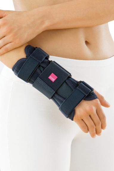 Лучезапястный сустав и пальцы Шина Manumed для лучезапястного сустава с моделируемой пластиной ot_genumedi_plus_bgv_silber_kat_8879_sba.jpg