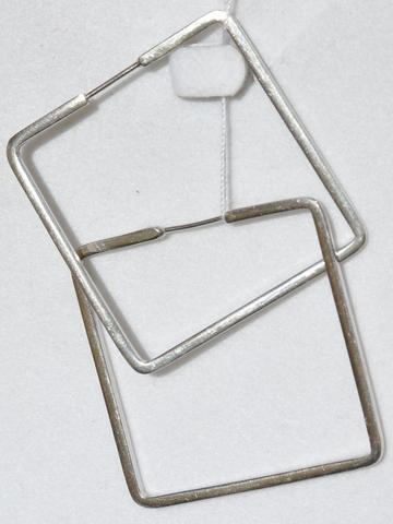 Серебряные серьги по типу замка