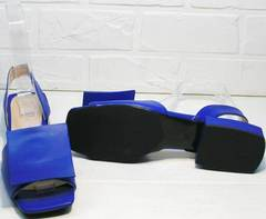 Кожаные женские босоножки на низком каблуке Amy Michelle 2634 Ultra Blue.