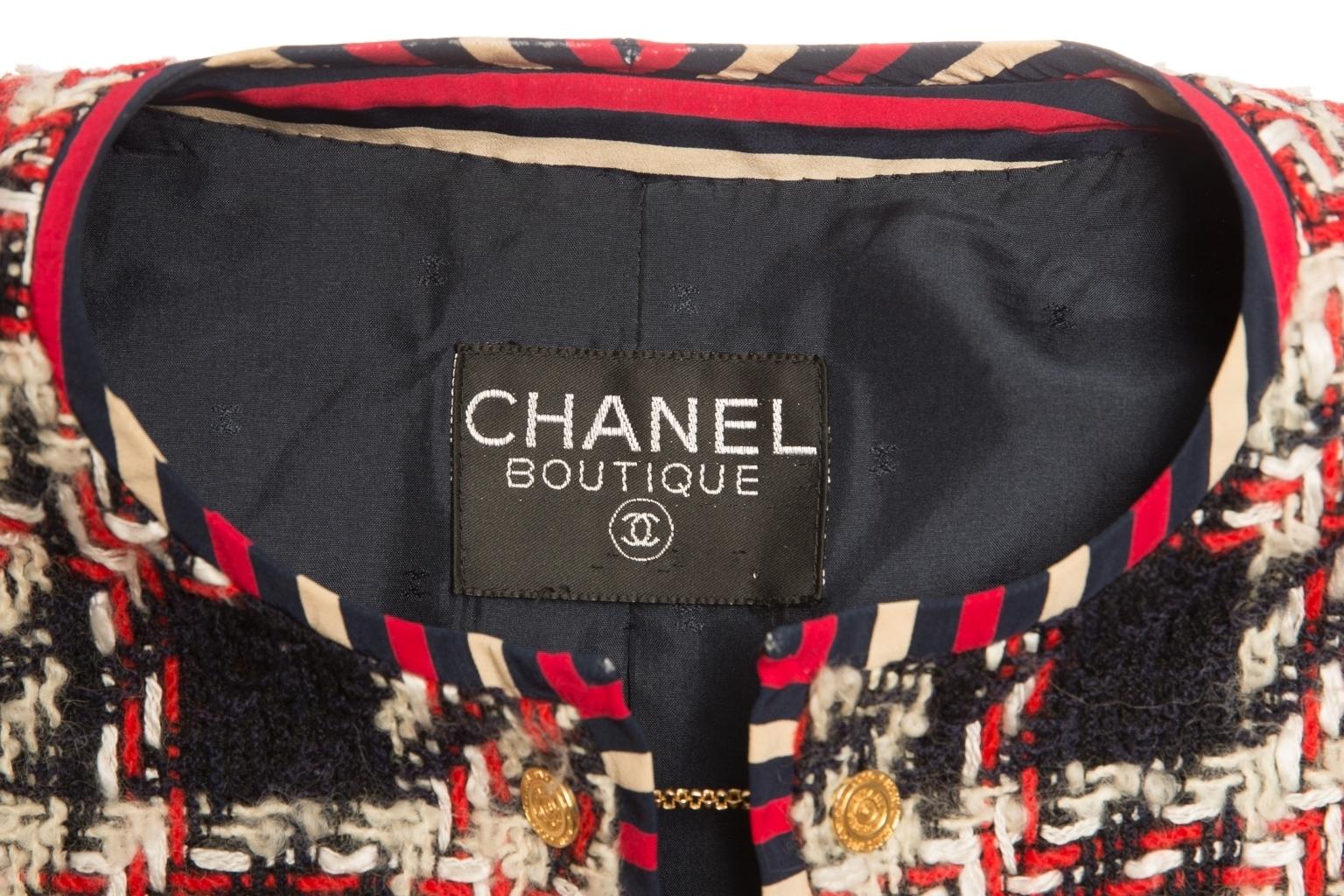Классический жакет из твида в клетку от Chanel, 42 размер.