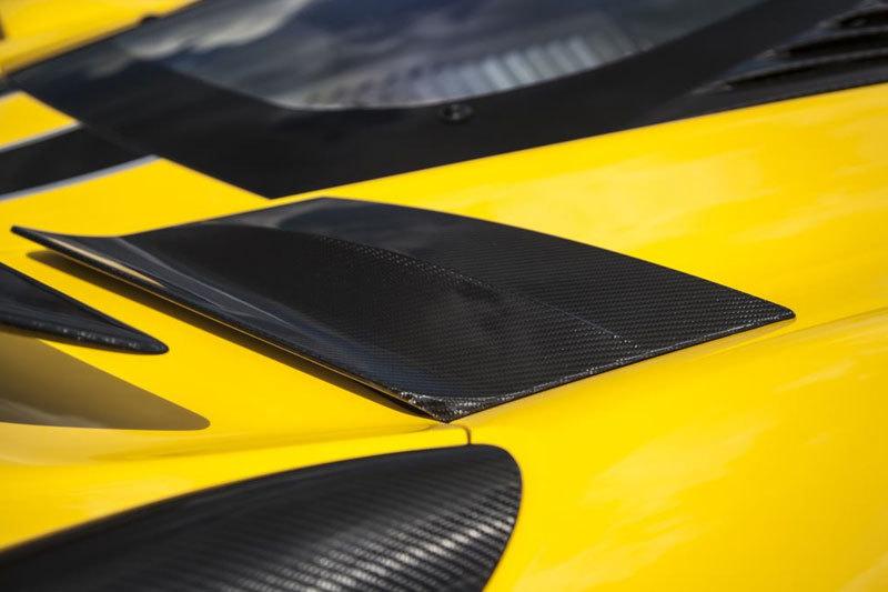 Карбоновые накладки боковой вентиляции двигателя нижние для Ferrari 458 Speciale
