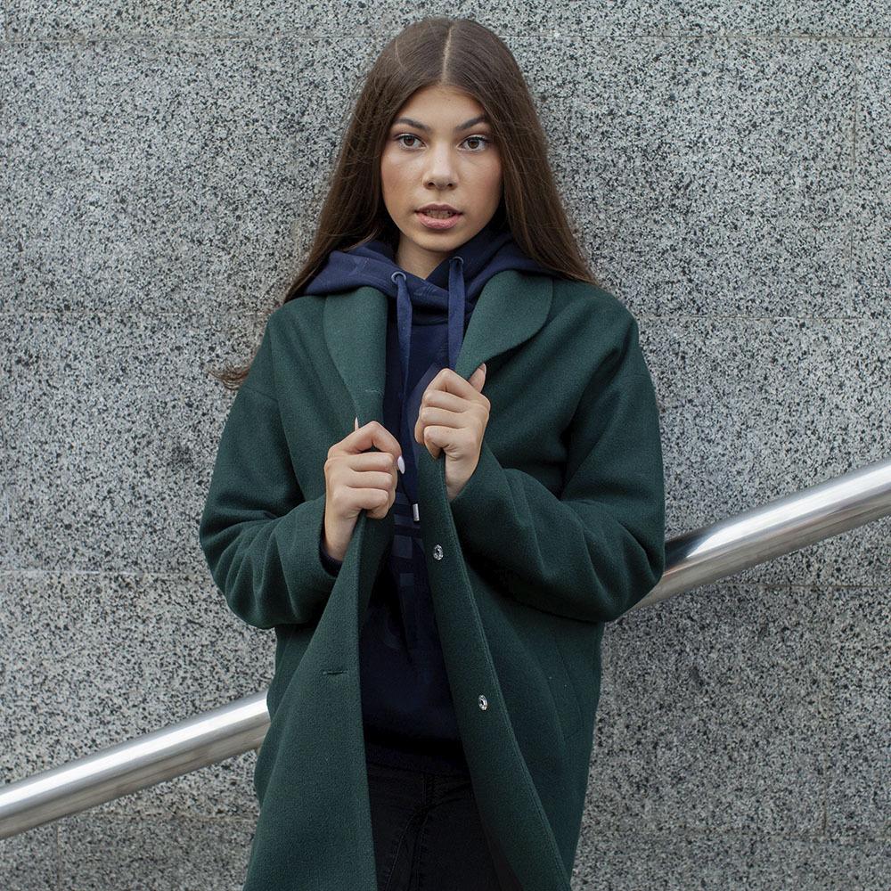 Подростковое кашемировое пальто зеленого цвета на девочку