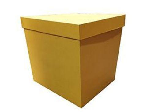 Коробка для шаров с персональным оформлением золотая