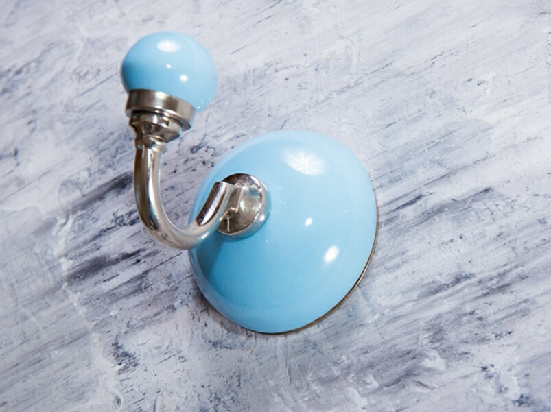 Крючок керамический голубой