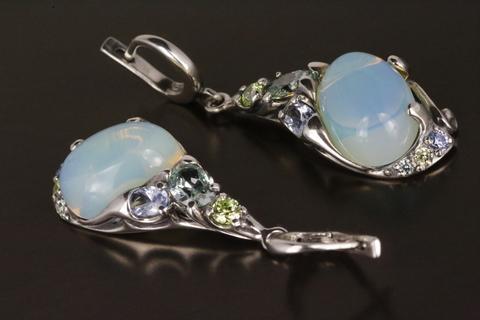 Серьги с лунным камнем и фианитом из серебра 925