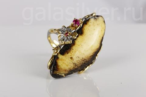 Кольцо с янтарем  и фианитами из серебра 925