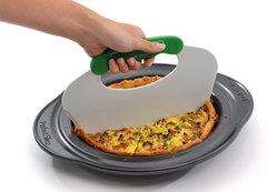 Круглая форма для выпечки с инструментом для нарезания