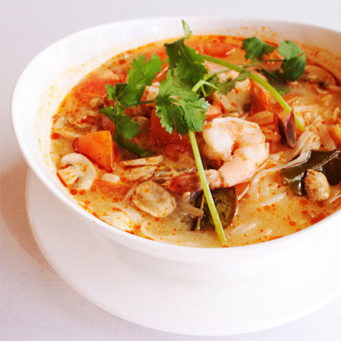 https://static-ru.insales.ru/images/products/1/2511/59107791/tom_yum_with_fresh.jpg
