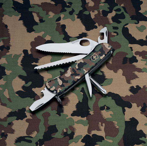 Нож Victorinox Trailmaster One Hand, 111 мм, 12 функций, камуфляжный