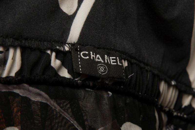 Красивый топ с цветами от Chanel, 38 размер
