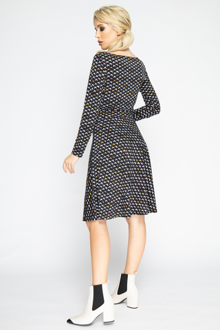 """<p><span>Супер популярная новинка от ELZA! Шикарное платье в романтическом стиле порадует свою обладательницу. Приталенный силуэт, платье отрезное по талии., юбка """"полусонце"""", рукав длинный.</span></p>"""