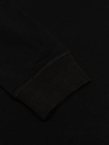 Водолазка чёрного цвета