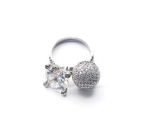 Кольцо из серебра с двумя подвесками (шарик + каратник)