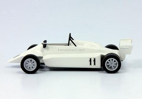 Estonia-21M white 1:43 DeAgostini Auto Legends USSR #127