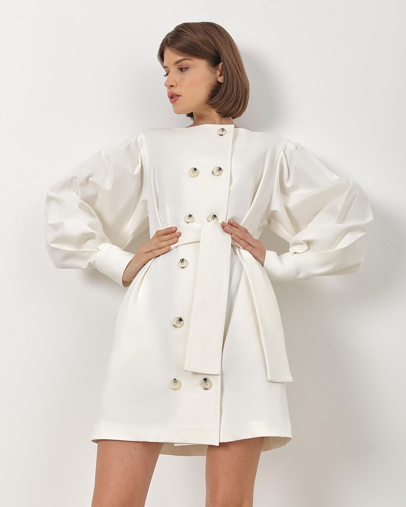 Платье мини с поясом белого цвета фото