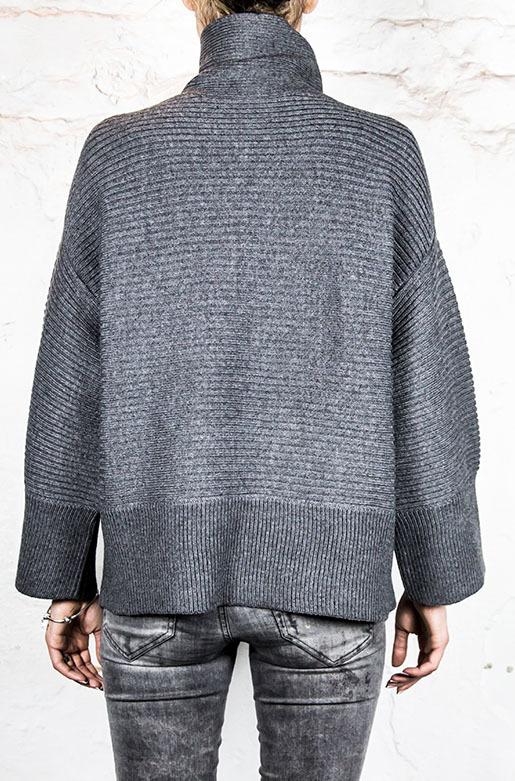 Женский свитер «IGETO»