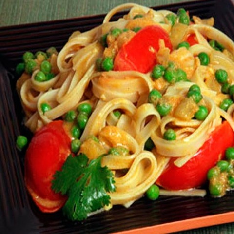 https://static-ru.insales.ru/images/products/1/258/36266242/yellow_curry_veg_noodles.jpg