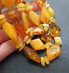 бусы камнерезные из цельного янтаря