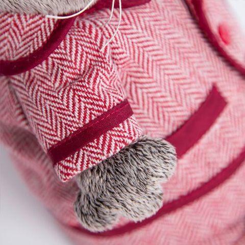 Кот Басик в красном пиджаке и брюках в ёлочку