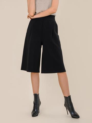 Женская юбка-брюки черного цвета из шерсти - фото 4