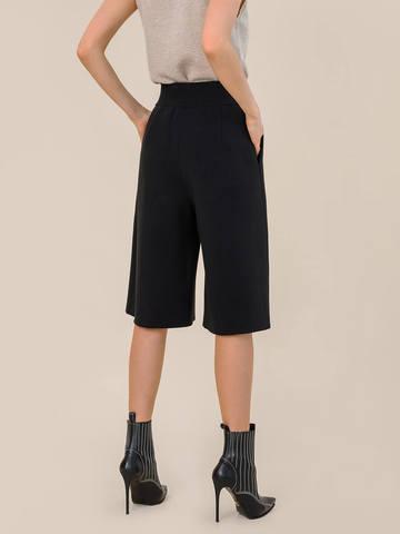 Женская юбка-брюки черного цвета из шерсти - фото 3