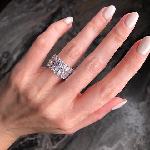 Широкое кольцо -дорожка из серебра с цирконами