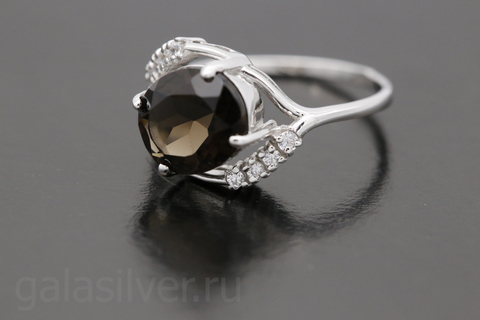 Кольцо с раухтопазом и фианитами из серебра 925