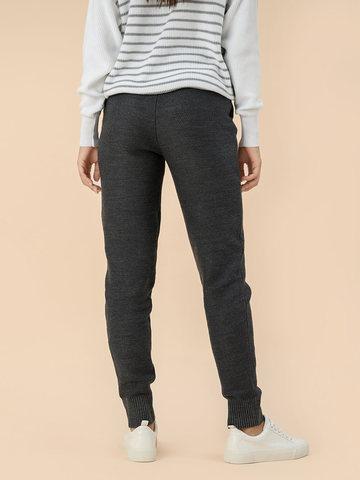 Женские брюки серого цвета - фото 4