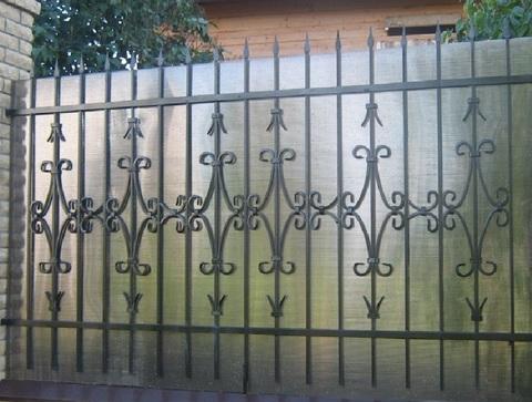 Кованый забор с поликарбонатом N-12