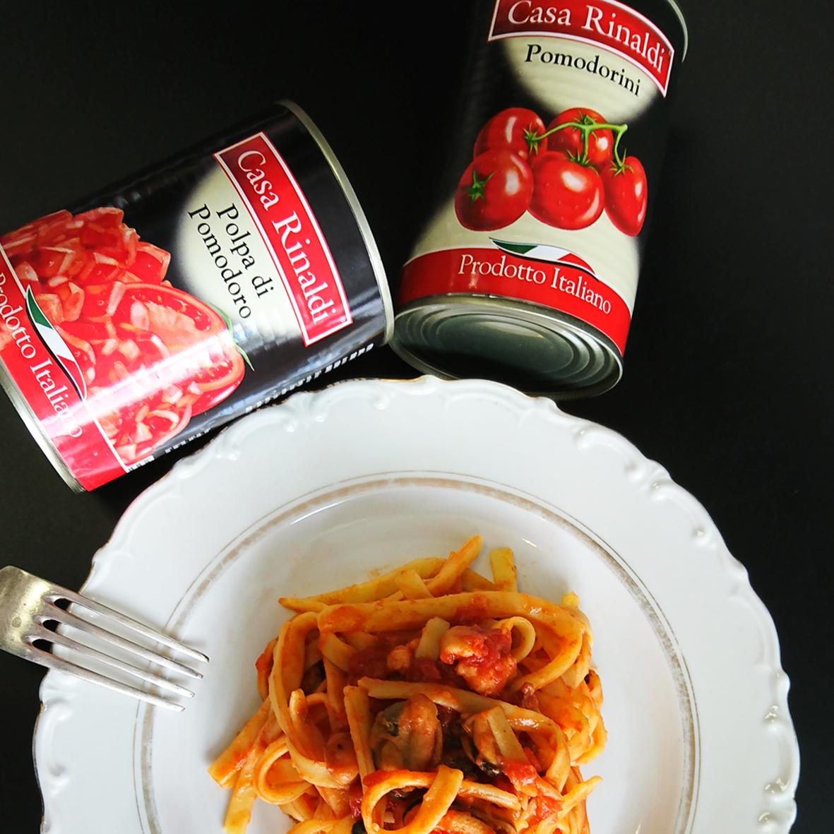 Кусочки очищенных помидоров Casa Rinaldi в собственном соку 400г