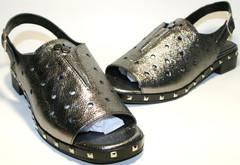 Серебристые босоножки на низком каблуке Marani Magli
