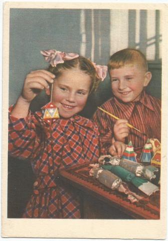 Перед Новым годом. Цветное фото М. Грачева