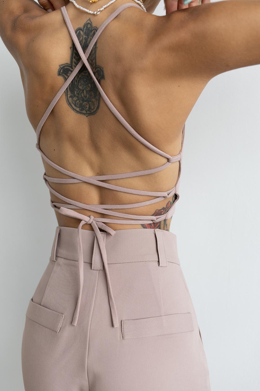 Топ с завязками сзади цвета розовое латте