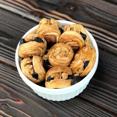 Фотография Дыня с изюмом и грецким орехом в рулетах / 250 гр купить в магазине Афлора