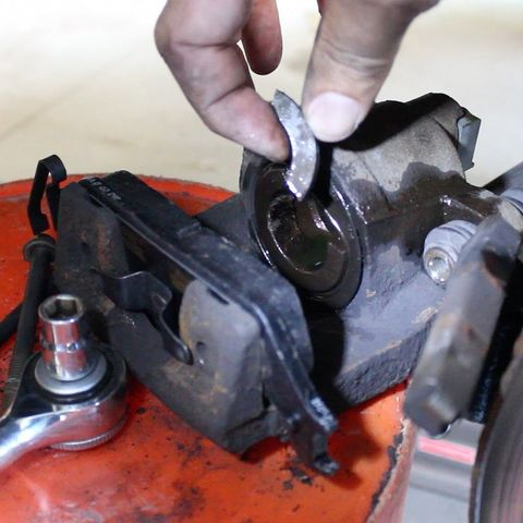 Ремонт суппорта дисковых тормозов