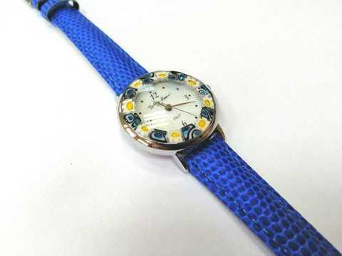 Часы на синем кожаном ремешке с желто-синим циферблатом
