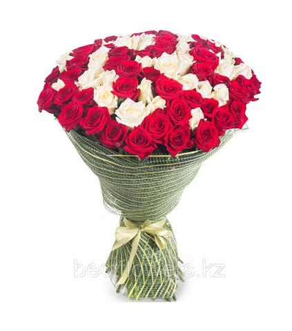Букет из 75 белых и красных роз (местные)