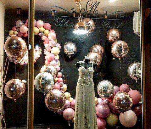 оформление витрины магазина воздушными шарами