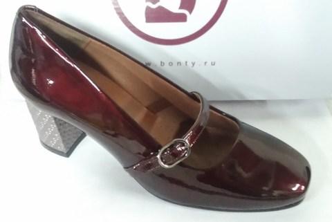 Лакированные бордовые туфли с ремешком