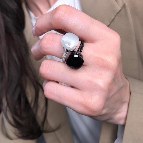 Кольцо Caramel из серебра с белым, матовым кварцем в стиле Pomellato