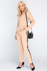 <p>Ультра модный брючный костюм. Пиджак на пуговицах без подклада. Оригинальная вставка контрастного цвета в виде лампас отлично завершит Ваш образ.&nbsp;</p>