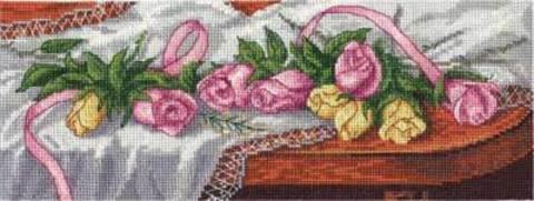 8-084 Розы на столе
