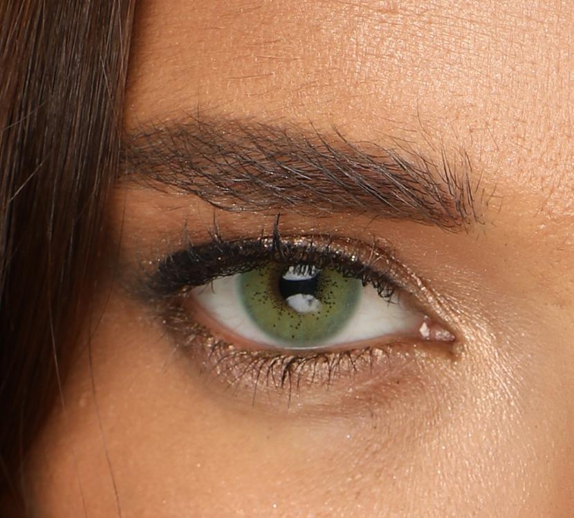 компания сидела зеленые линзы на карих глазах фото нем бывает семисот